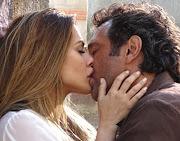 Do R7/ A química entre Cleo Pires e Domingos Montagner na novela Salve Jorge .