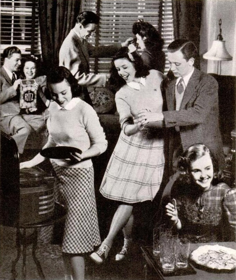 teenage life in the 1950s Teenage life in the 1950's clothing & styles activities roles of teens before, boys were taught to go into the service and then find a job to support a family.