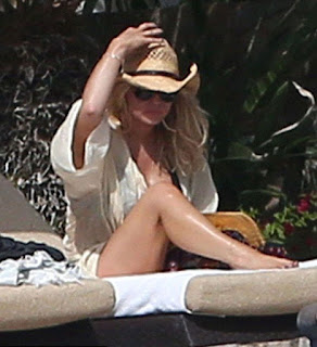 On Sunday, January 17, 2016, the stunning brunette, Jessica Simpson, 35, soaking up the sunshine in a black bikini at Cabo San Lucas, Mexico and the condition has raised the temperature.