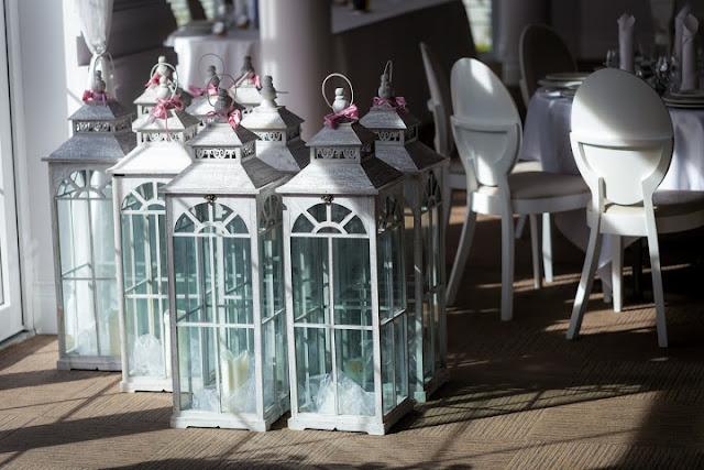 Pastelowe lampiony jako dekoracje ślubne.