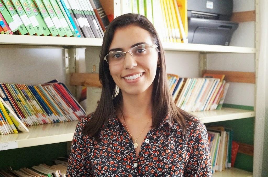 A orientadora pedagógica Amanda Veronese destaca o entusiasmo dos alunos nas aulas de informática