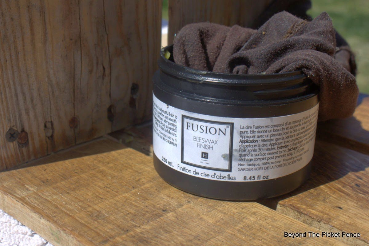 Fusion Mineral Paint, beeswax, bookshelf, pallet wood, beyond the picket fence, http://bec4-beyondthepicketfence.blogspot.com/2015/04/rustic-industrial-bookshelf.html