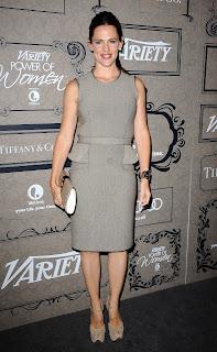 Jennifer Garner posing for cameras