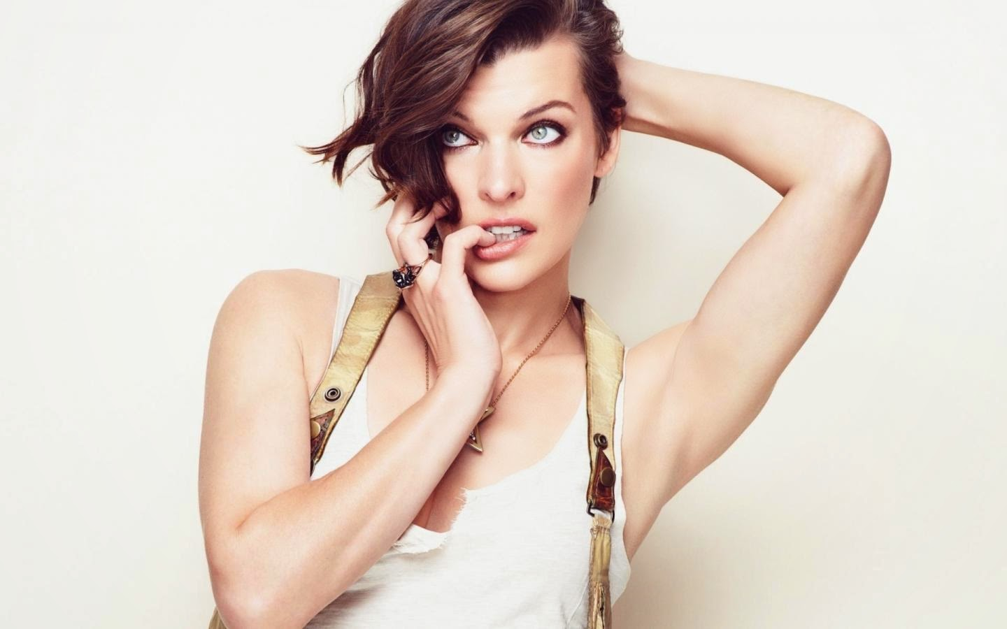 MILLA JOVOVICH_WALLSTOWN_IN_HOLLYWOOD ACTRESS_HOLLYWOOD CELEBRITIES