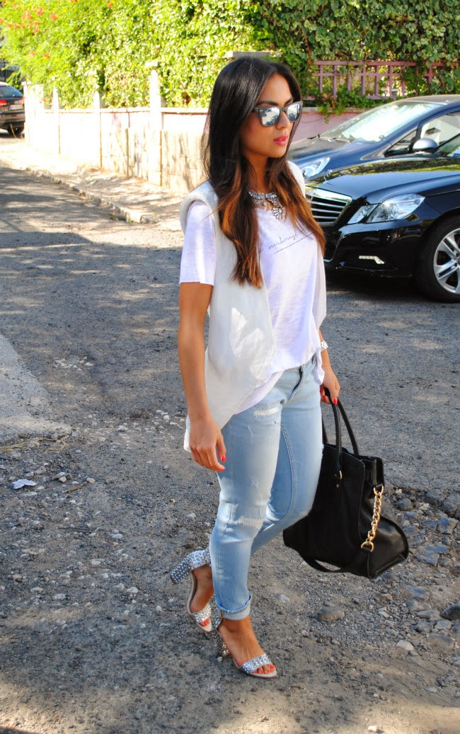 daniela pires, fashion blogger, street style, summer, vest zara, distressed jeans, michael kors hamilton, ray ban mirrored, maxi necklace, trend, fashionista