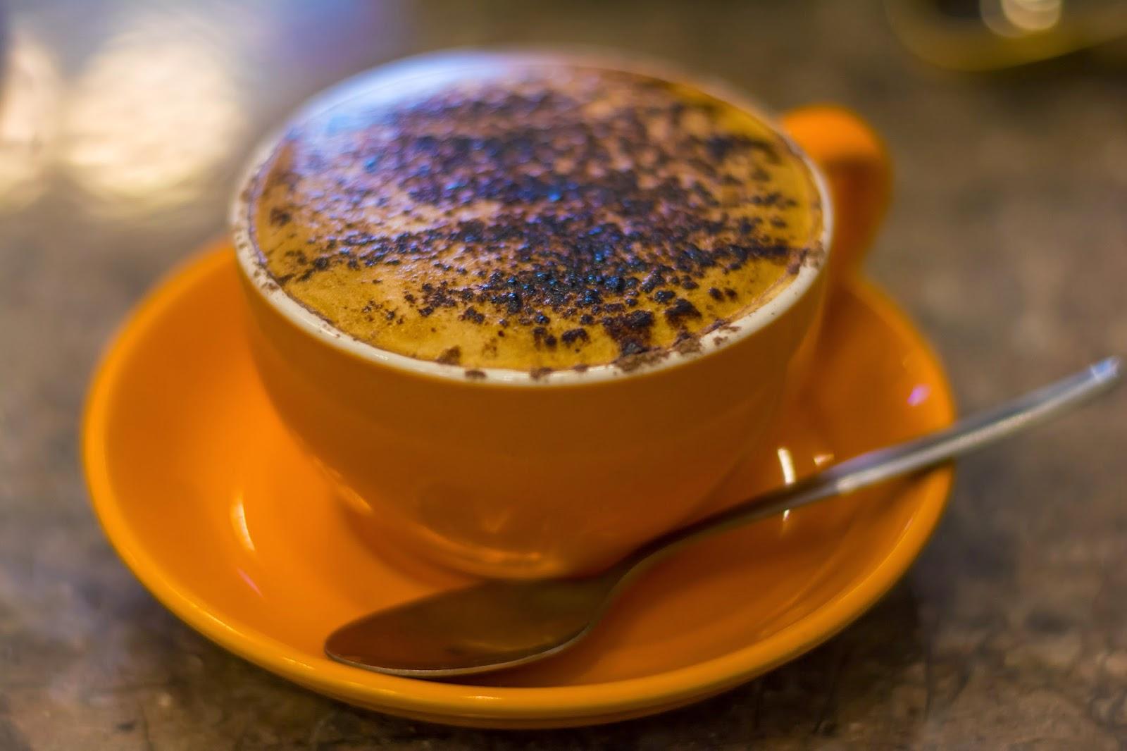 соевый капучино кофе в чашке