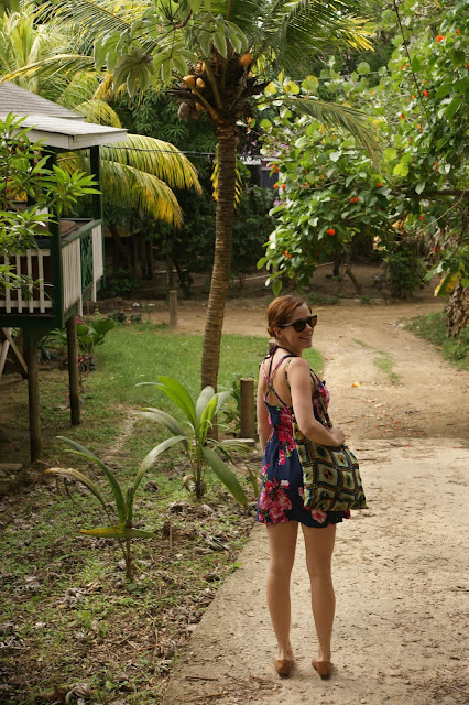 roatan mature singles Roatan re/max newsletter – security/safety/crime  single car garage  beautiful garden with mature landscaping and fruit tree's.