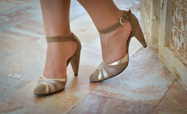 sapato nude de salto alto para alonar as pernas