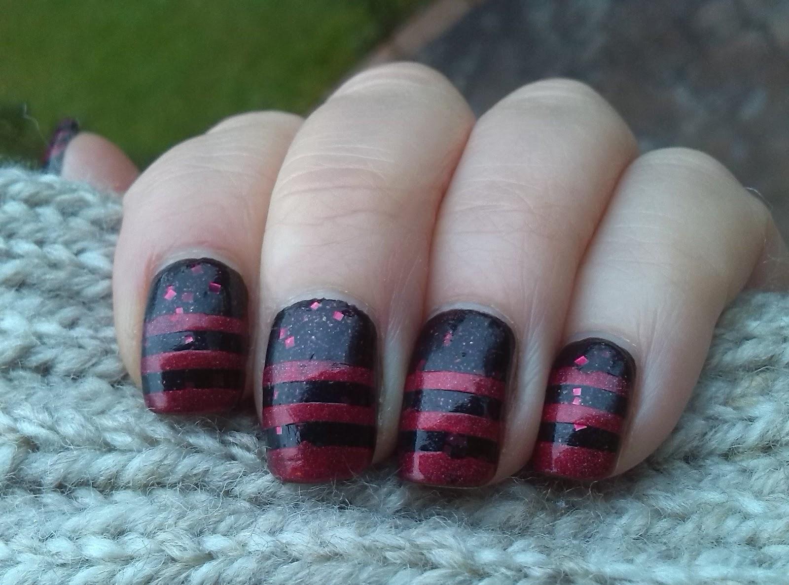 Stripes using smART nail stencils P018