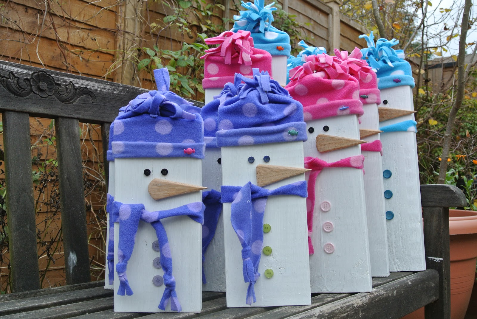 Carole 39 s crafty corner wooden snowman family - How to make a snowman out of wood planks ...