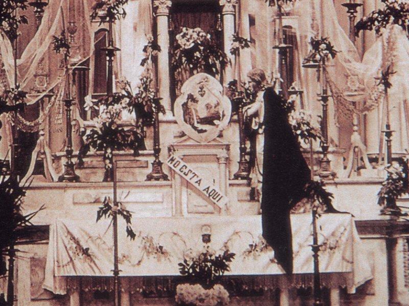 http://2.bp.blogspot.com/-qgfNsq0nYl0/TZvQ1u013dI/AAAAAAAAEgs/i7EKdHYMRjA/s1600/Altar+Mejico+cristiada-No+esta+aqui.jpg