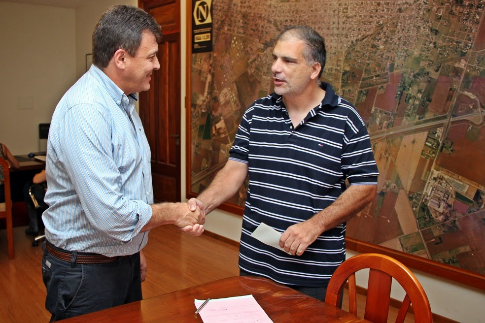 Raimundo otorgó una ayuda económica a taxistas de la ciudad