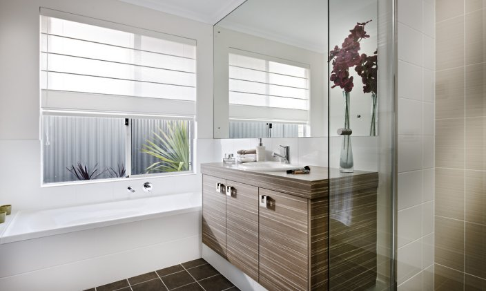 Interior digest newport by dale alcock homes for Dale bathrooms