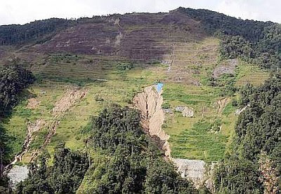 Safety threat: An overall view of the hillslope affected by massive erosion along a section of the Simpang Pulai-Cameron Highlands road near the Perak-Pahang border.