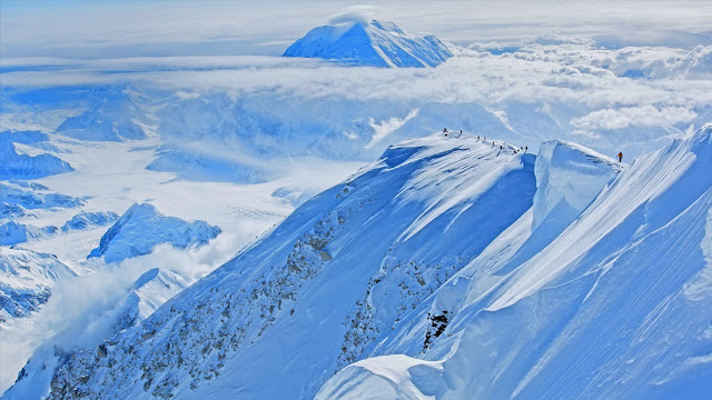 Climbers ascend Mount McKinley in Denali National Park and Preserve, Alaska (© Luke Humphrey) 616