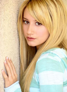 Ashley Tisdale Blonde Hairstyles 01