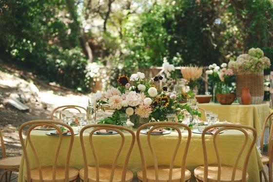 idea_celebración_jardín_mesa_amigas_buffet_tipi_decoracion