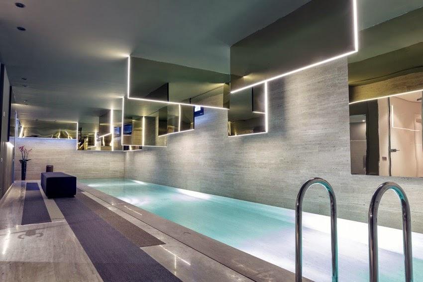 Lv house mezcla de estilo cl sico con un toque moderno a - Casas con piscina interior ...