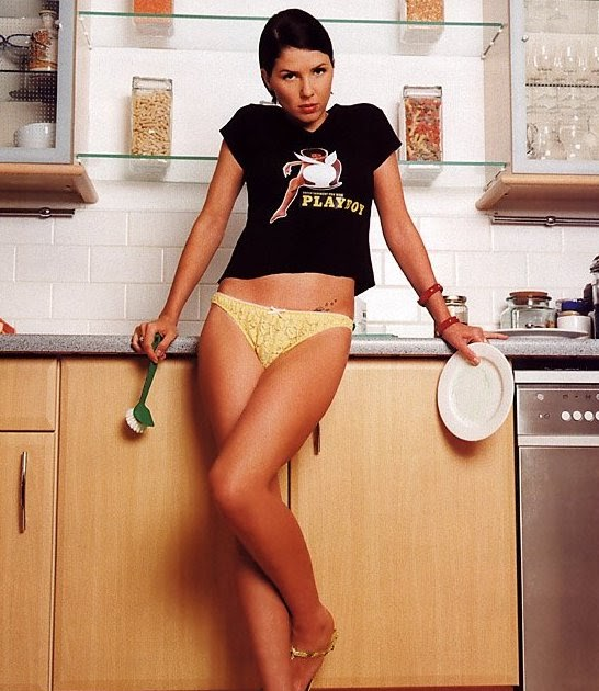 It's a Bikini: Sadie Frost Amy Winehouse Live