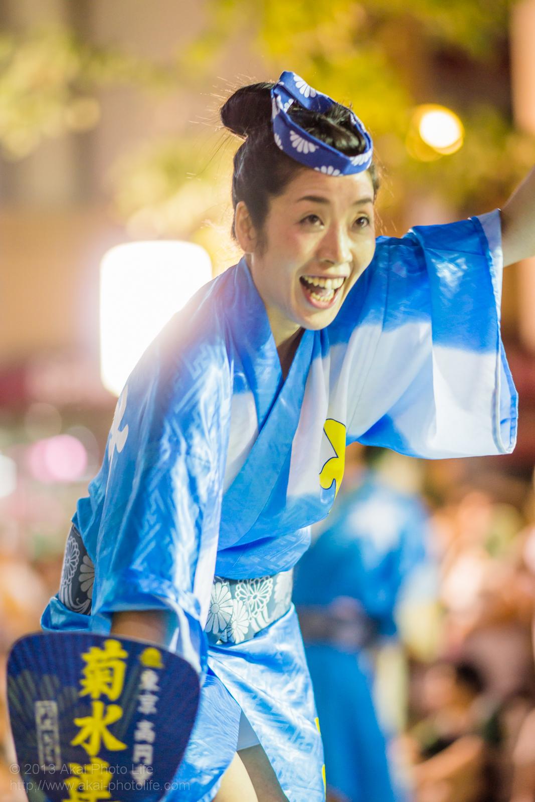 三鷹阿波踊り、菊水会菊水連の女性の男踊り うちわ
