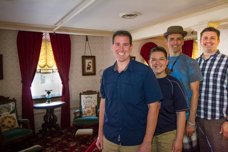 Tales Of The Flowers Touring Walt Disney39s Apartment At Disneyland