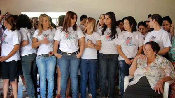 Perempuan Muda di Bandar Kecil Brazil Rayu Lelaki Datang Meminang Mereka (4 Gambar)