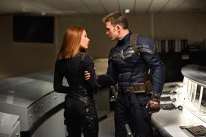 Scarlett Johansson y Chris Evans en Capitán América: El soldado de invierno