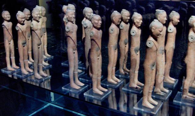 รูปปั้นเปลือย ราชวงศ์ฮั่น ซึ่งคาดว่าน่าจะเป็นรูปปั้นขันที