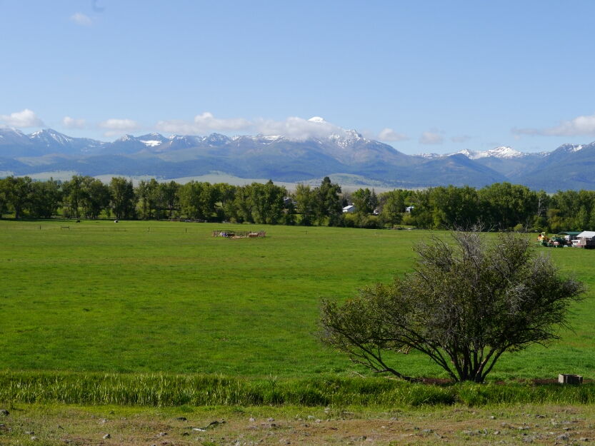 mountain range south of Prairie City