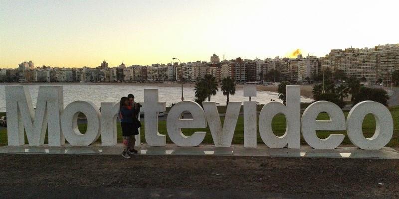 Letreiro com nome de Montevideo