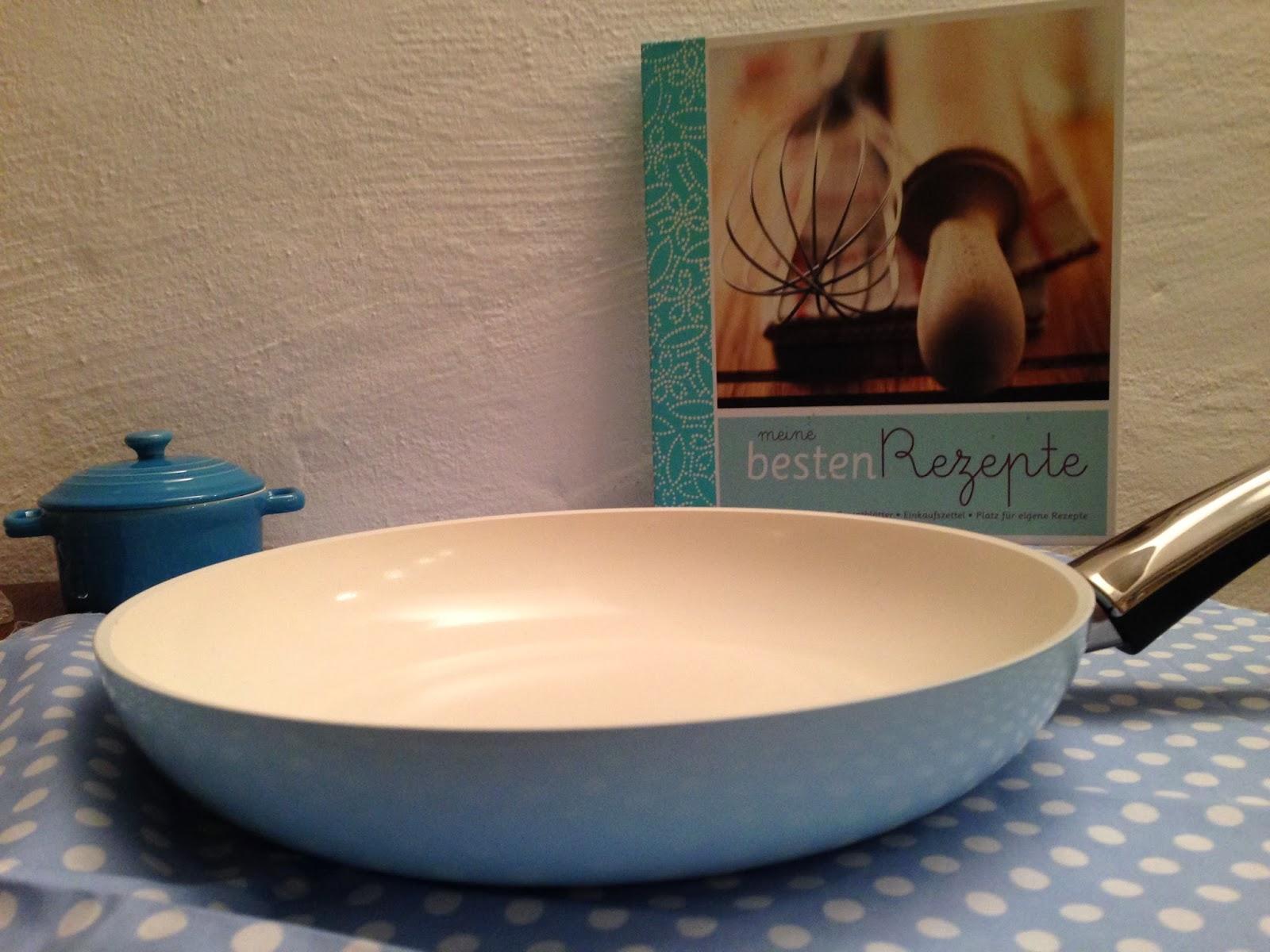 noras salz in der suppe eine himmelblaue keramik pfanne leckere gew rzpanaden und was das mit. Black Bedroom Furniture Sets. Home Design Ideas