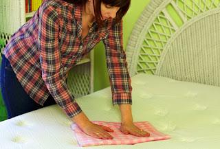 Πώς να καθαρίσετε το στρώμα του κρεβατιού