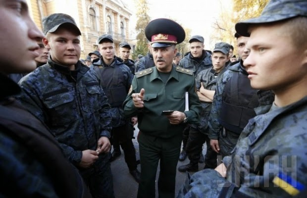 В Киеве состоялся митинг солдат срочной службы Нацгвардии, которые потребовали увольнения в запас