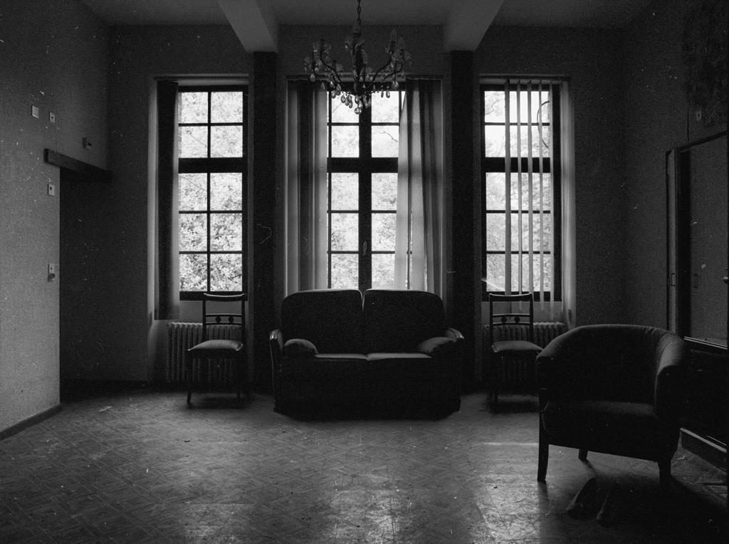 ¿Por qué crujen los muebles durante la noche?