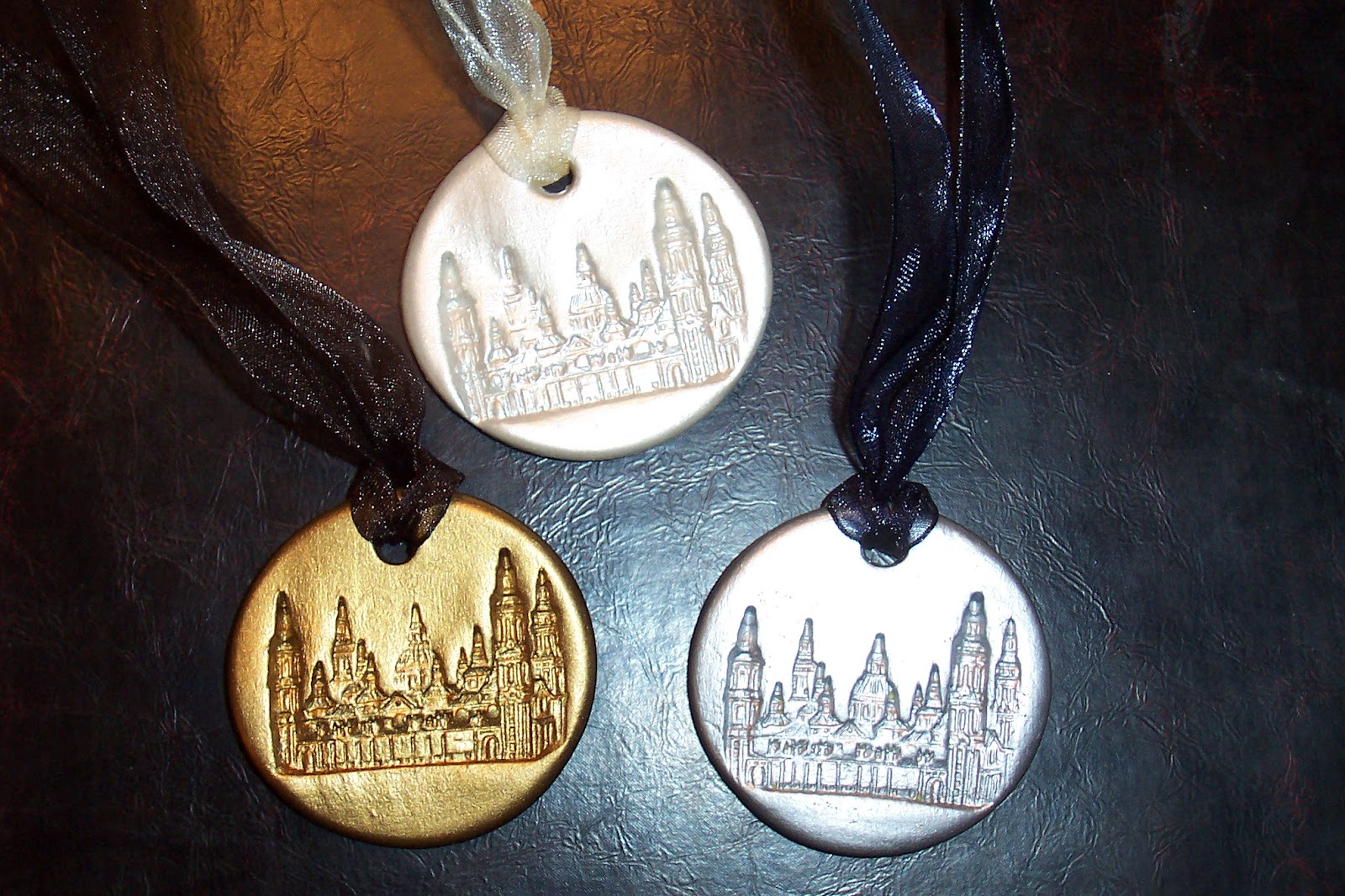 Aamedallitas aa modelos for Ideas para colgar medallas