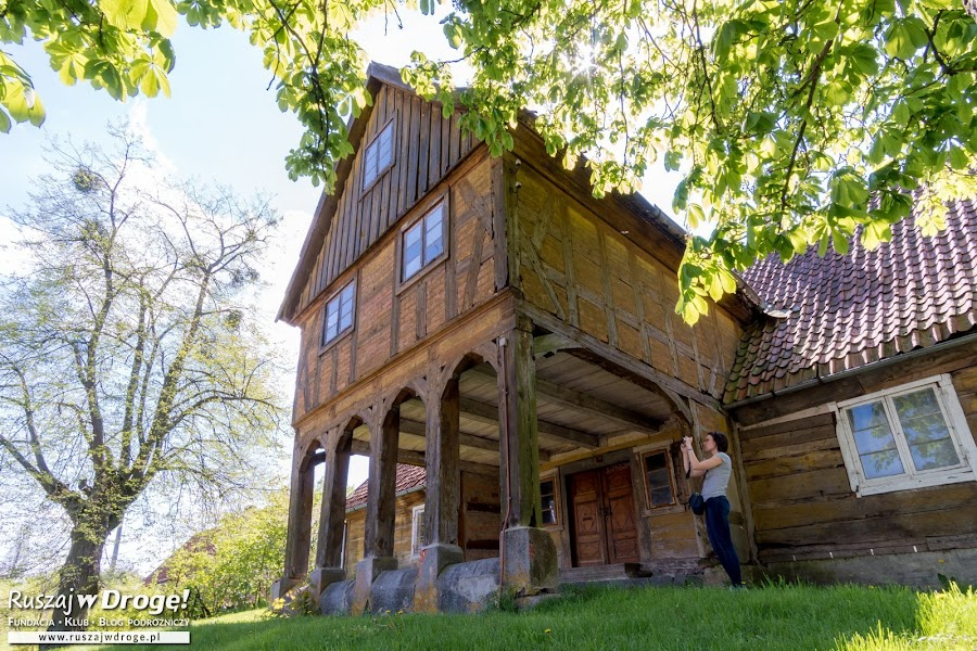 Dom podcieniowy w Jelonkach