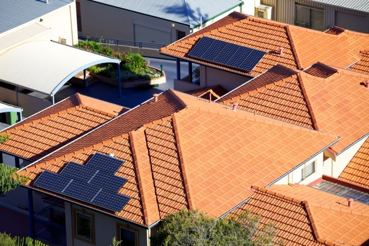 "There is broad disagreement about whether rooftop solar could lead homeowners to ""defect"" from the power grid. (Credit: Duncan Rawlinson/flickr) Click to Enlarge."