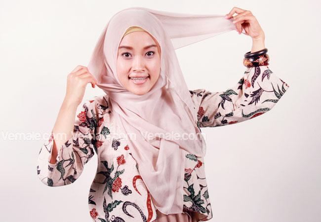 cara cara memakai jilbab segi empat model sekarang