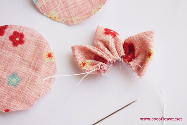 comment réaliser facilement des petites fleurs en tissu - DIY tuto - www.cocoflower.net