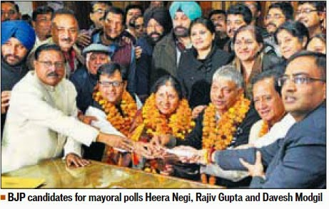 BJP candidate for mayoral polls Heera Negi, Rajesh Gupta and Davesh Modgil. Alongwith Ex-MP Satya Pal Jain & other