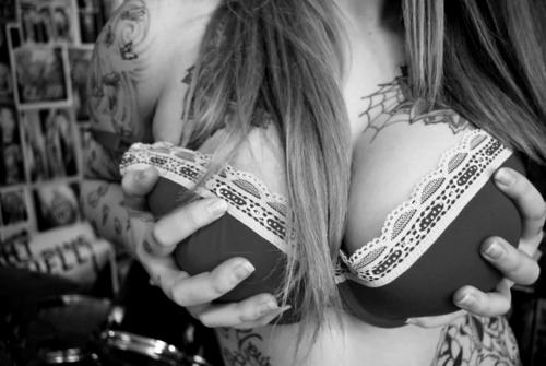 tatuaje tetas