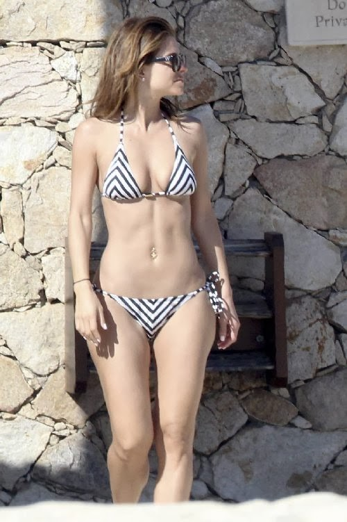 English: Maria Menounos Bikini Mexico January 2, 2014