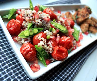 Oppskrift Quinoasalat Bakte Tomater Plommetomater Sukkererter Granateple Vegetarmat