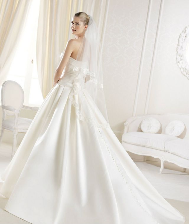 Long Train Ivory Color Slim Royal Wedding Dress W019 Laura