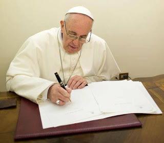 Papa publica documento sobre combate à lavagem de dinheiro