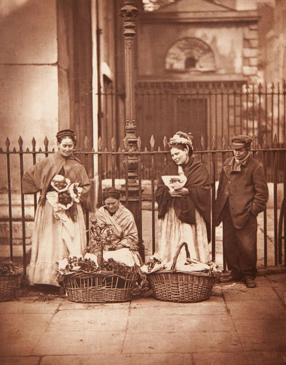 Amazing Vintage Photos Of Street Life In London From The