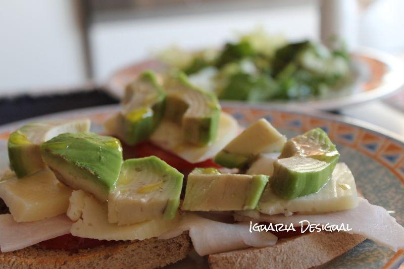 Tosta+de+Abacate+com+Peito+de+Frango+e+Queijo