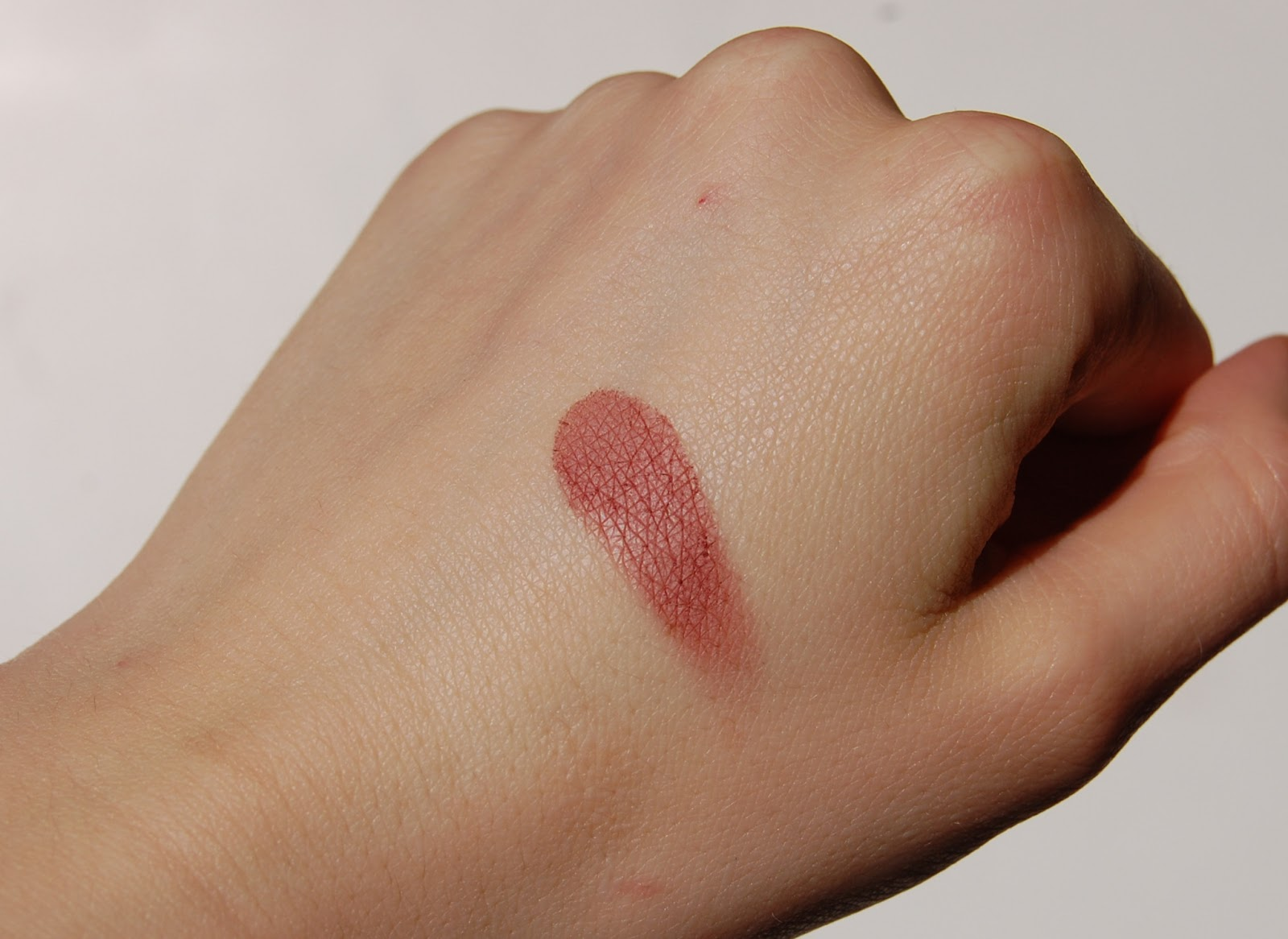 Catrice Defining Blush Rosewood Forest swatch
