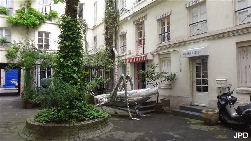 Paris bise art sauterelle g ante rue des beaux arts - Rue des beaux arts ...