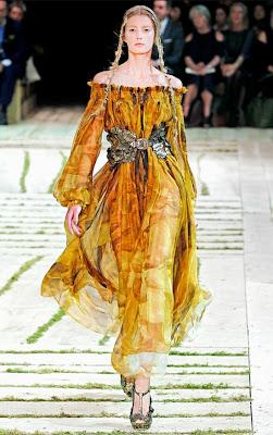 Alexander-McQueen-Dresses-Spring-2011-Sigrid-Agren